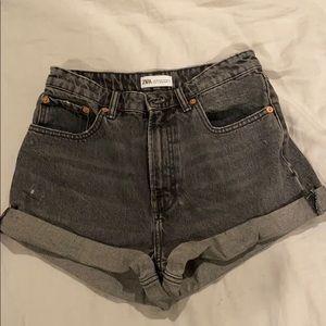 NWOT 90's rolled up black denim shorts